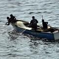写真: マニラ湾の漁師