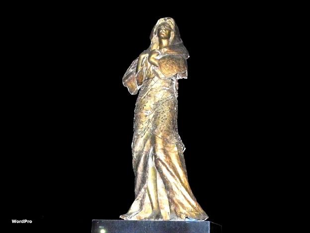 Filipina comfort women statue