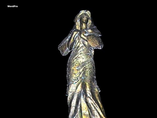フィリピン夜の慰安婦像