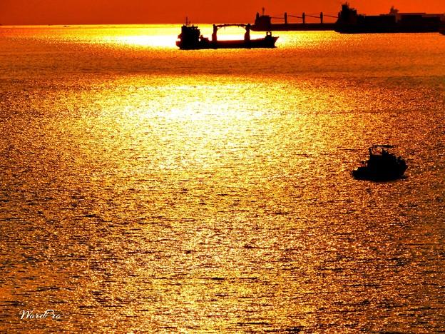 写真: マニラ湾海の夕焼け