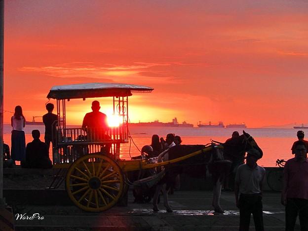 マニラ湾それぞれの夕陽