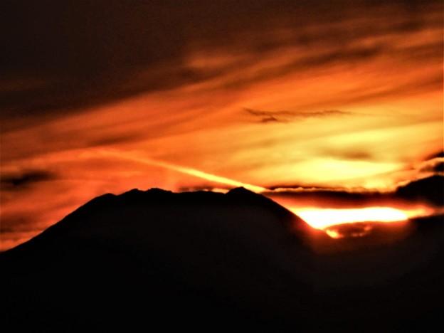 「ここからは明日の夕陽は富士山頂」