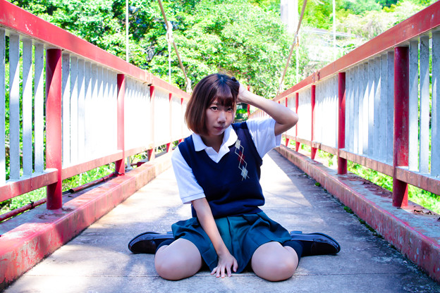 橋の上の少女
