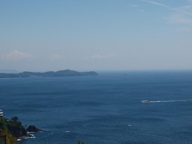 アカオハーブ&ローズガーデンから望む熱海湾