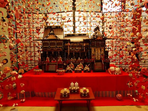 雛の館、古の雛壇