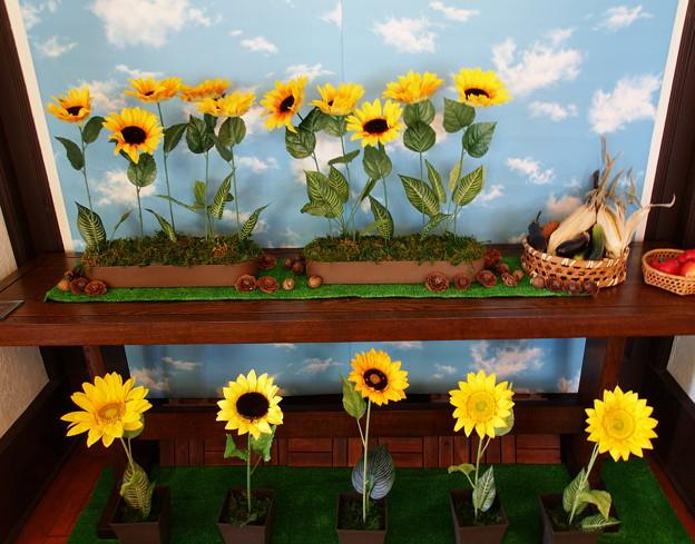 夏の青空の下に咲く向日葵たち