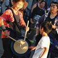 写真: 三島サンバパレード~坊や叩いてみる?