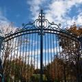 Photos: 秋の青空と鋼の扉と