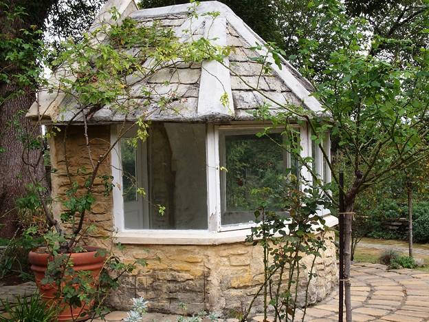 薔薇園のガーデンハウス