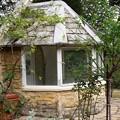 写真: 薔薇園のガーデンハウス