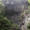 写真: 釜滝の岩壁