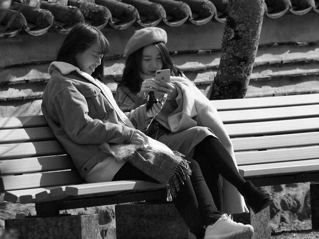 Photos: Chinese girls talk