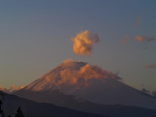 雲を吐き出す富士のお山^^;