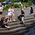 Photos: 芦ノ湖の湖畔は異国人が占拠…