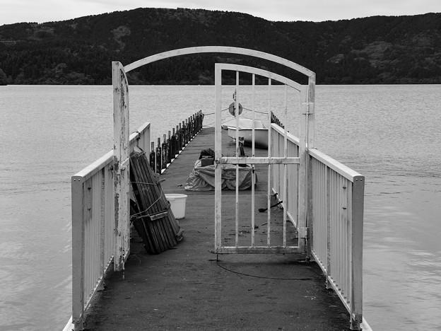 静まり返った桟橋