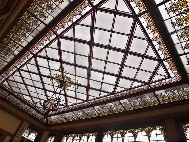 天井のステンドグラス -a