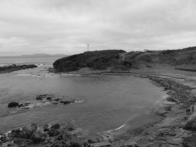 Photos: 恋する灯台の岬には
