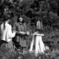 Photos: ドリンク片手に鐘の前