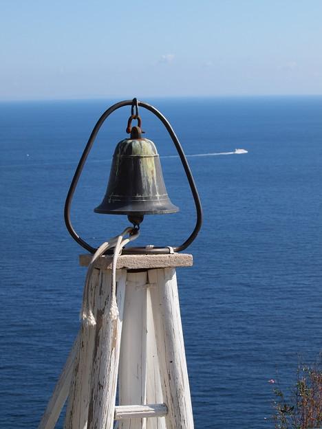 鐘は鳴る海辺の丘で…