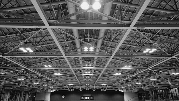 体育館は閑散と…