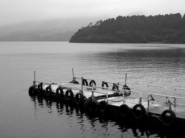 静寂な湖畔