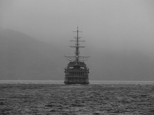 Photos: 海賊船は行く…