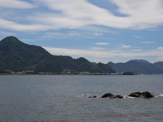 夏の青空と内浦の海