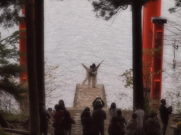 Photos: 湖畔に向かって♪