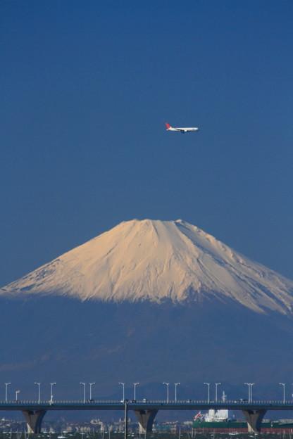 冬の富士山とアクアライン