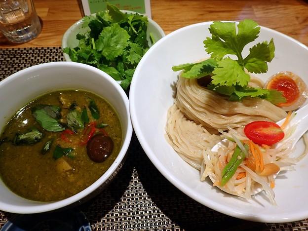 あべどりとハーブのグリーンカレーつけ麺+パクチー@生粋 花のれん・文京区茗荷谷