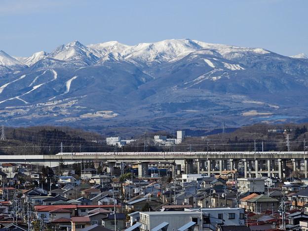 那須連峰と東北新幹線