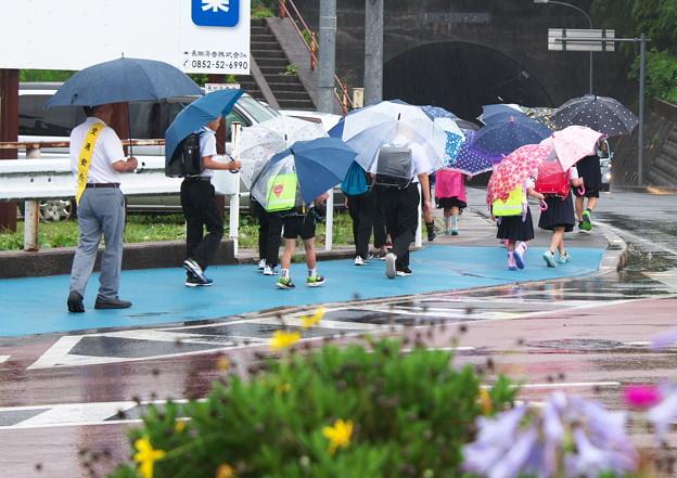 雨の朝・集団登校(4)