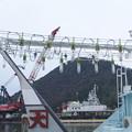 集魚灯とクレーン船