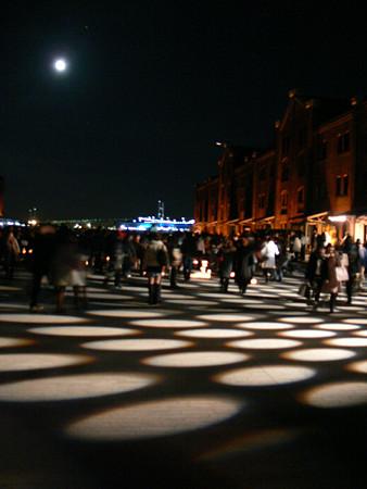 満月と赤レンガ1224tb.jpg