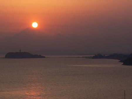 富士山頂に沈む日輪0406tb