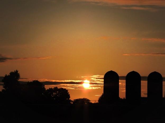 サイロと夕陽