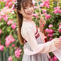 Photos: 薔薇も ほころぶ