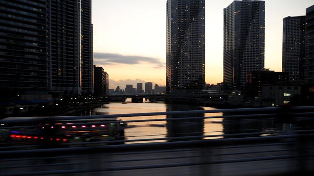 車窓 朝潮運河