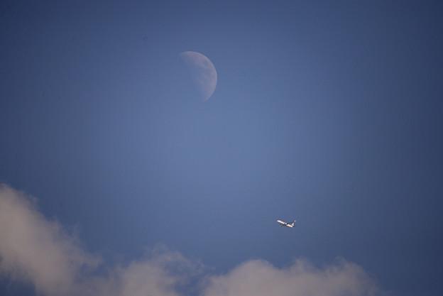 月と雲と飛行機