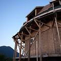 写真: 羊蹄山を背景に