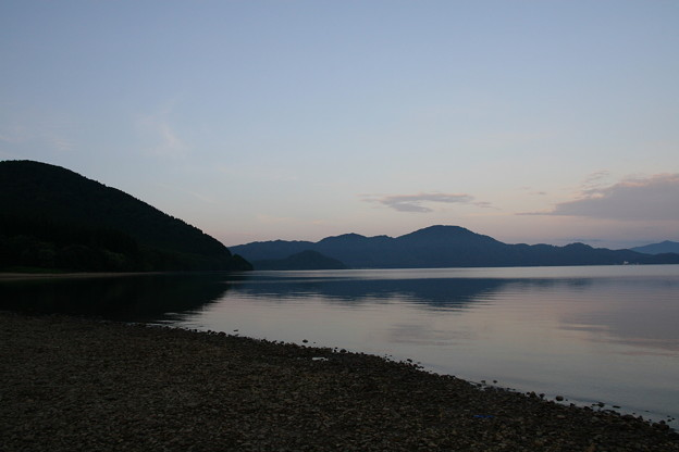 早朝の田沢湖