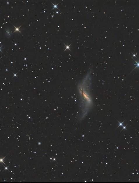 極リング銀河NGC660