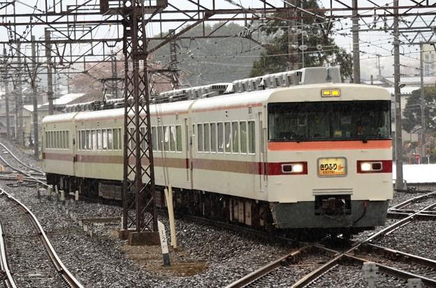 東武350系臨時特急きりふり284号雨降る下今市4番入線