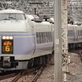 写真: 新宿に到着するE351系スーパーあずさ6号