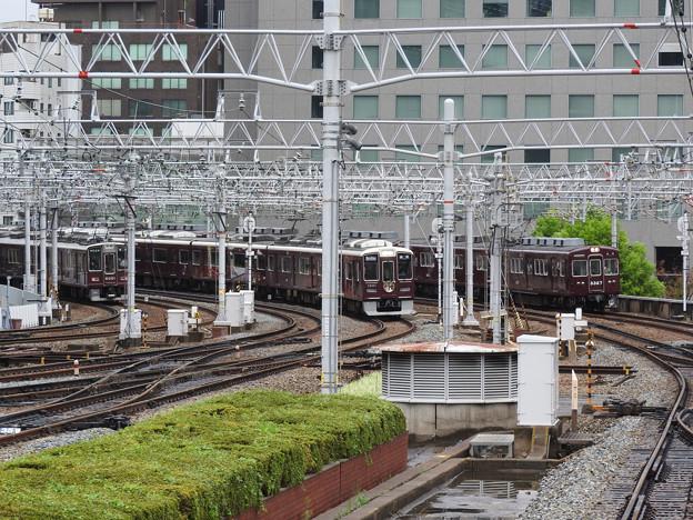 写真: 阪急梅田駅ホームから