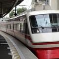 写真: 東武200系りょうもう号浅草行き久喜入線