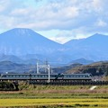 Photos: 初冠雪の男体山とリバティ