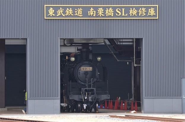 東武鉄道南栗橋SL検修庫に修理中のC11 207号機