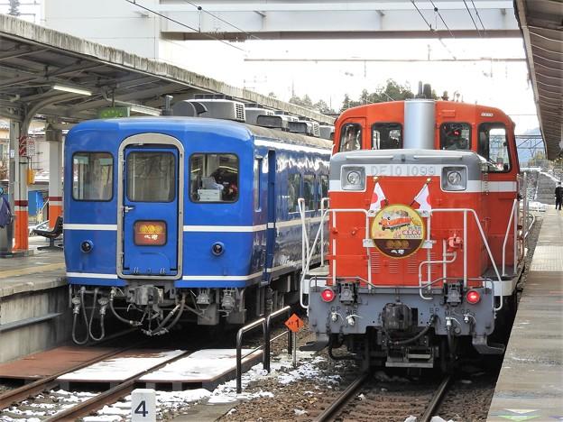 DE10 1099号機と14系の並び