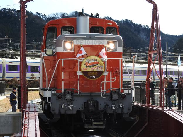 DE10 1099号機鬼怒川温泉駅転車台入線